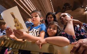¿Qué papel tiene la familia en la educación de los hijos?