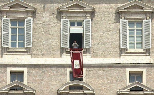 Deux appels du pape François à prier pour la fin de la pandémie