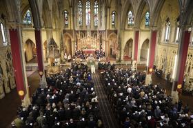 Begräbnisfeier für Student Pedro in Manchester – mit 500 Gläubigen