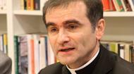 Obispo invita al Papa Francisco al país más ateo de Europa