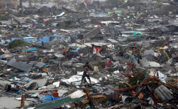 """Face à la tragédie aux Philippines: """"Dieu demeure près de nous en ce moment incompréhensible"""""""