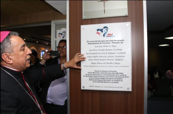 Peregrina de Fátima llega a la JMJ y Panamá lo celebra develando placa en honor de santos