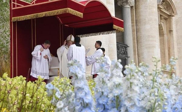 在罗马与教宗方济各度圣周