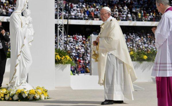 """教宗為阿聯酋天主教徒主持彌撒:基督徒的""""武裝""""只有信仰和愛"""