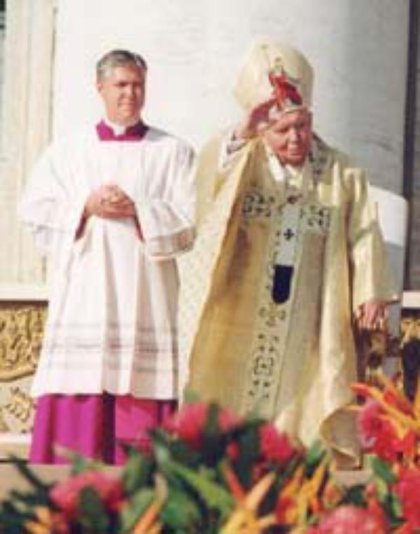 Juan Pablo II: la Iglesia sigue elevando su oración por la paz