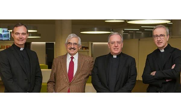 """""""A través de estos textos se aprecia mejor la renovación que San Josemaría Escrivá ha traído a la Iglesia"""""""