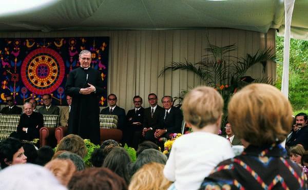 Opus Dei - La Virgen de Lourdes y san Josemaría Escrivá