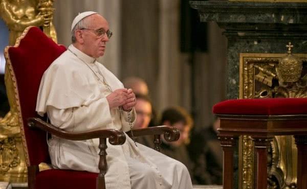 今月10月の間、教皇様が要請されたことに寛大に応えるようオカリス神父は勧めます