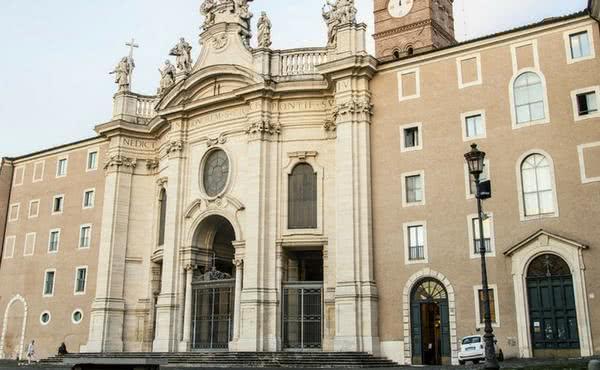 A basílica da Santa Cruz de Jerusalém