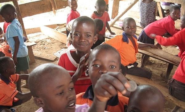 Opus Dei - Sozialprojekt Uganda 2016: Nun haben Kinder  Platz in einer  Schule