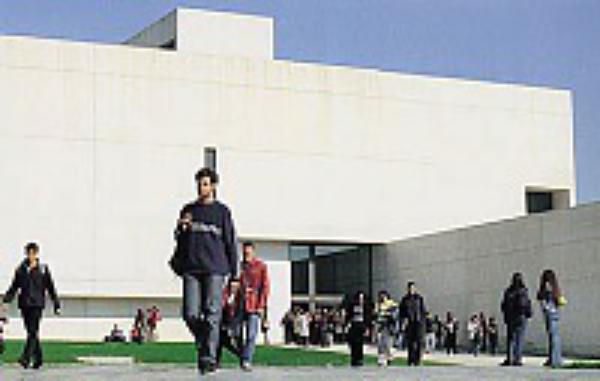 Universidad de Navarra: 50 años, 50.000 graduados