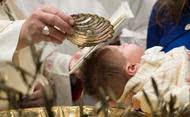 圣洗圣事使我们沉浸在基督内