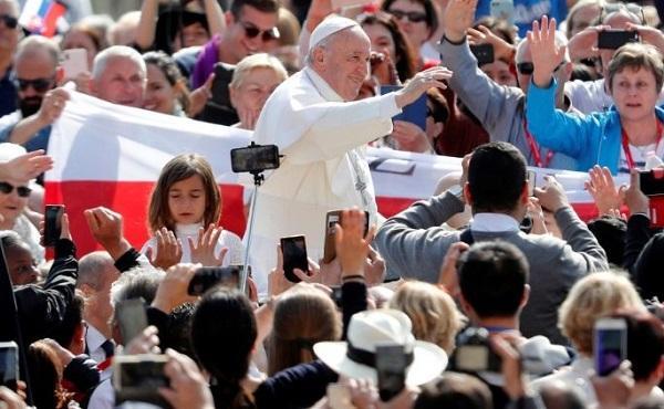教宗公开接见:在祈祷中我们必须成为小孩子,由圣神来引领