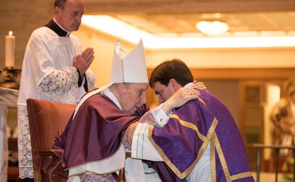 Opus Dei - Il Prelato dell'Opus Dei ai nuovi diaconi: «Spiegate la fede con un senso positivo»