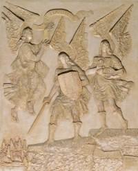 Relieve de los tres Arcángeles en la Capilla de San Josemaría de la Catedral de la Almudena (Madrid)