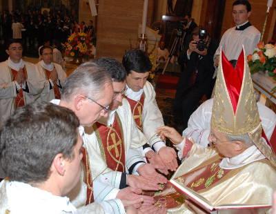 Como Prelado, ha ordenado numerosos sacerdotes.