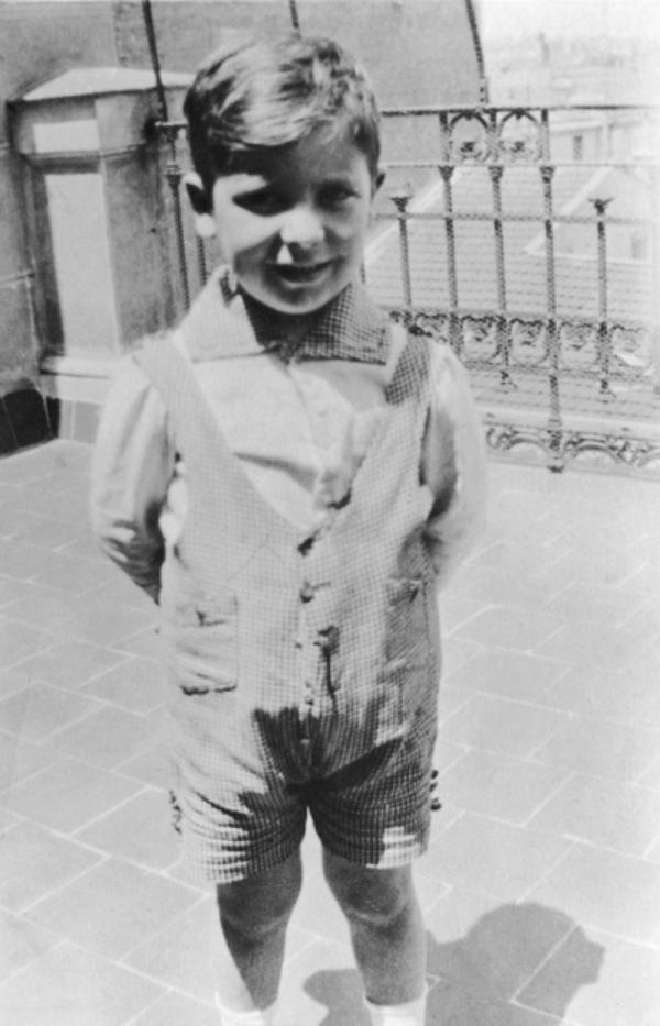 1914: Álvaro nace en Madrid