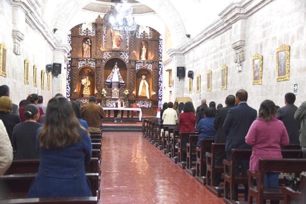 Misa por Monseñor Echevarría en Arequipa