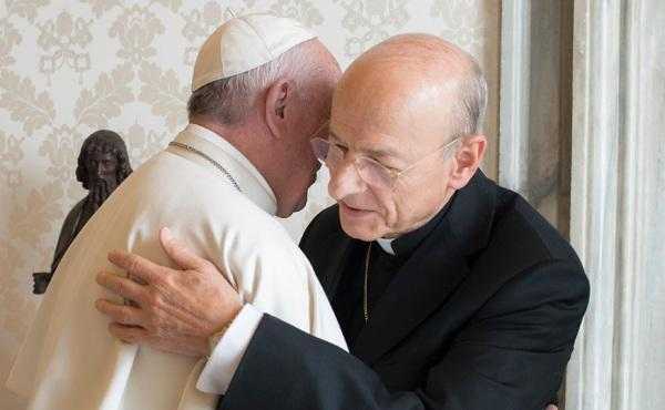 Pave Frans mottar den nye prelaten i audiens