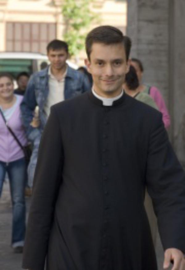 """Ser sacerdote significa """"dar la posibilidad a todos los cristianos de acercarse al Dios que se puede tocar"""""""