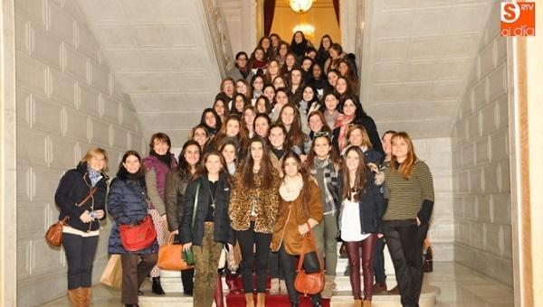Participantes de un Foro de la Asociación de Alfar visitan el Ayuntamiento