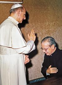 Recibiendo la bendición de Pablo VI.