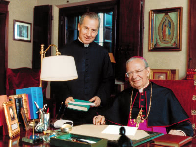 Mons. Álvaro del Portillo amb l'actual prelat de l'Opus Dei, Mons. Xavier Echevarría.