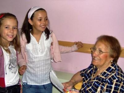 'Apadrina un avó' é a actividade estrela.  Foto: www.amigosdelabarrera.es