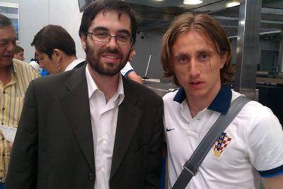Ángel con Luka Modrić, jugador del Real Madrid.