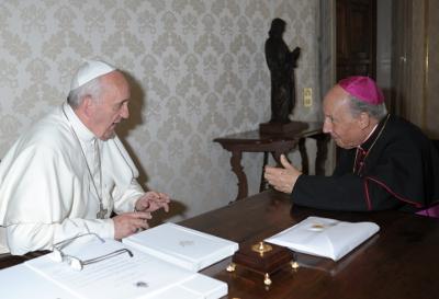Fotografía de la audiencia del Papa Francisco a Mons. Javier Echevarría (10 de junio de 2013)