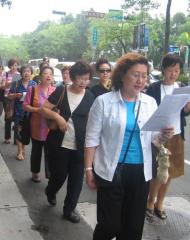 Procesión eucarística con los fieles de la parroquia de Taiwan.