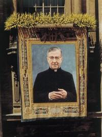 Tapiserie atârnată de la balconul Sfântului Petru în ziua canonizării