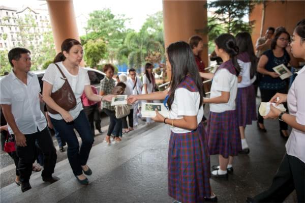 Galeri Foto dari Misa Kudus pada tanggal 26 Juni di Manila, Filipina