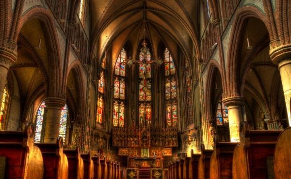 Opus Dei - É possível participar na Santa Missa e não ser santo?