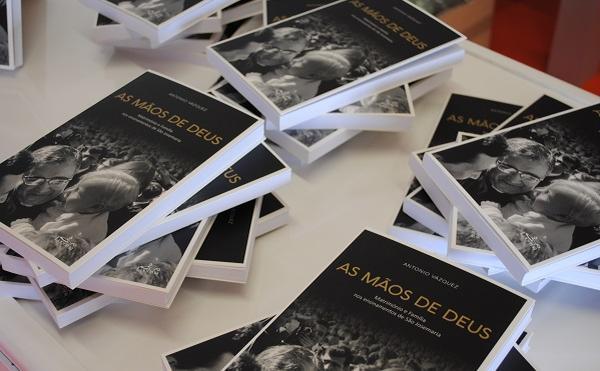 """""""As mãos de Deus"""" apresentado na Feira do Livro em Lisboa"""