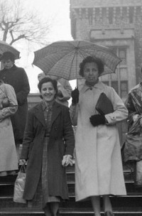 In London, 1956 (L to R): Marlies Kucking (in the background), Numerary, Aurea Bueno, Assistant Numerary and Carmen Gutierrez-Rios, Numerary.