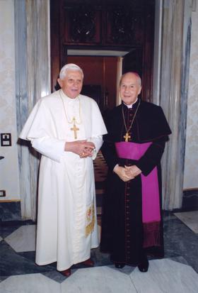 Fényképek: XVI. Benedek kihallgatáson fogadta az Opus Dei prelátusát