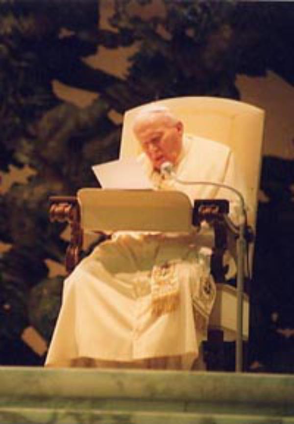 El Papa recuerda a los jóvenes la urgencia de una verdadera educación para la paz