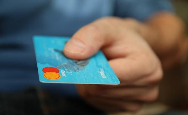 Me ayudó a encontrar la tarjeta bancaria