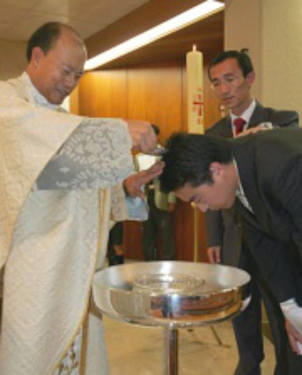 """""""La scienza acquista pieno significato grazie alla fede"""", afferma Guanghua Yang, un cinese convertito."""