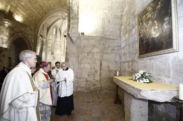 Opus Dei - Monseñor Escudero bendice una nueva capilla de la iglesia de San Juan del Hospital dedicada a Santa María