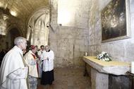 Monseñor Escudero bendice una nueva capilla de la iglesia de San Juan del Hospital dedicada a Santa María
