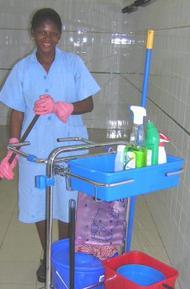 O ISSI forma o pessoal de limpeza de seis hospitais do Congo