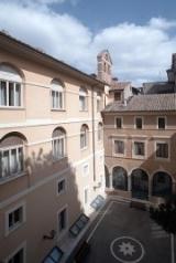 En Roma, en este edificio, está la sede del Instituto Histórico san Josemaría Escrivá.