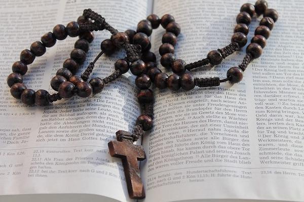 Opus Dei - Pyhä ruusukko -kirja Opus Dein kotisivuilla