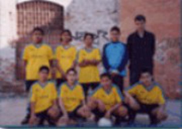 Goles contra la exclusión social de los niños inmigrantes del Raval