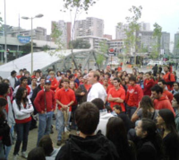 Chile: universitarios contra el terremoto
