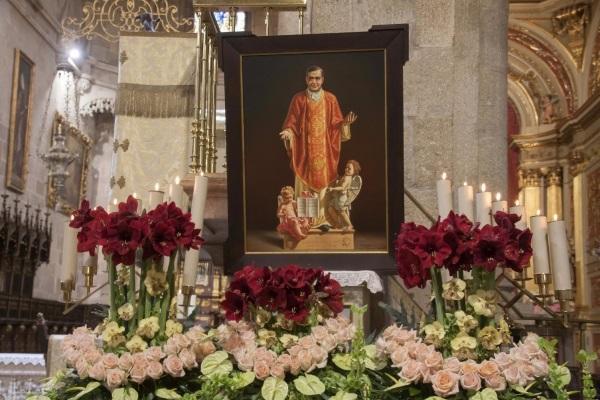 Fotos e homilias das Missas em honra de S. Josemaria em Portugal, Angola e Timor