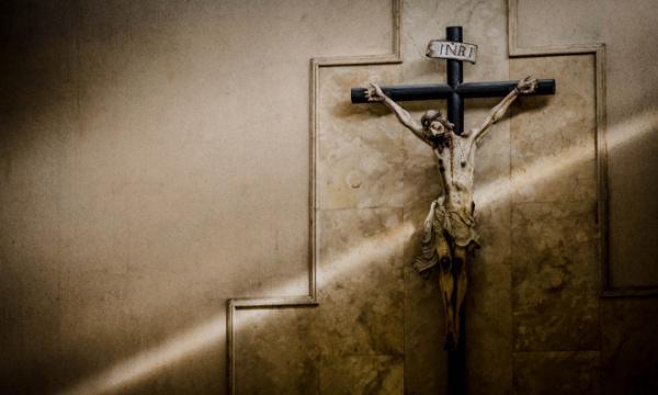 Opus Dei - Meditar diante da cruz