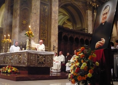 El cardenal Bergoglio celebra la misa en la festividad de San Josemaría en 2010.
